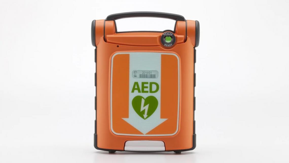 Comment utiliser un défibrillateur (DEA)