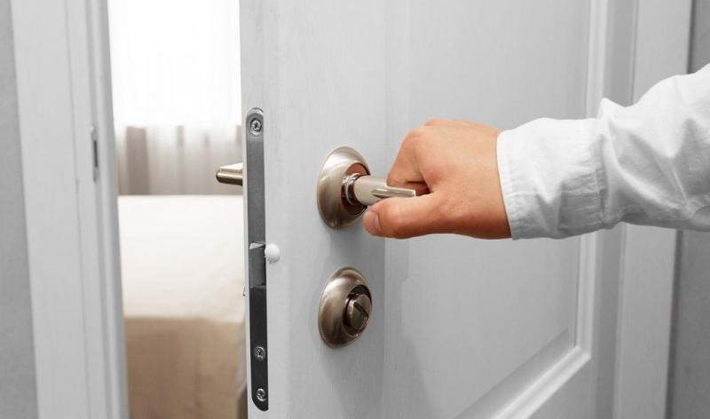 Nos techniques pour ouvrir une porte claquée